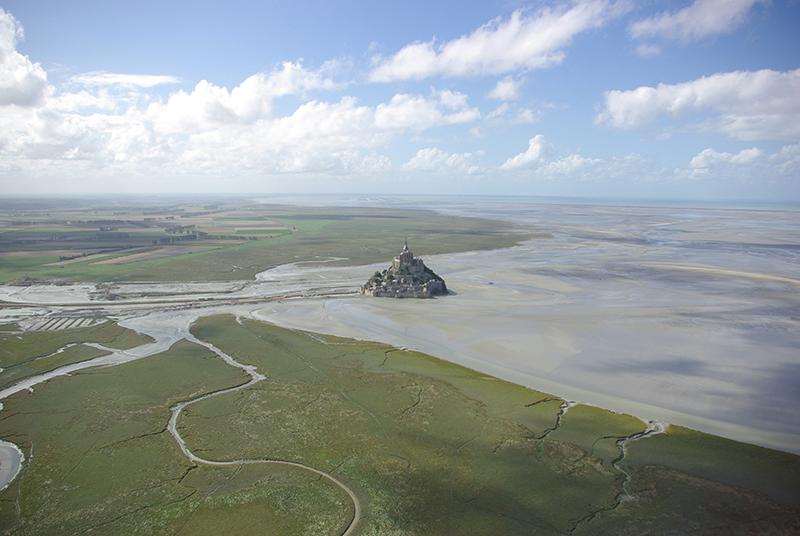 bay of mont saint michel picture